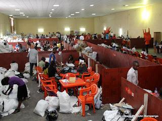 – Une vue du centre de compilation le 2/12/2011 à l'enceinte de la foire internationale de Kinshasa, pour les élections de 2011 en RDC. Radio Okapi/ Ph. John Bompengo
