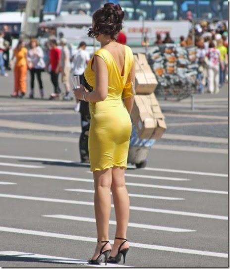 women-street-walkers-034