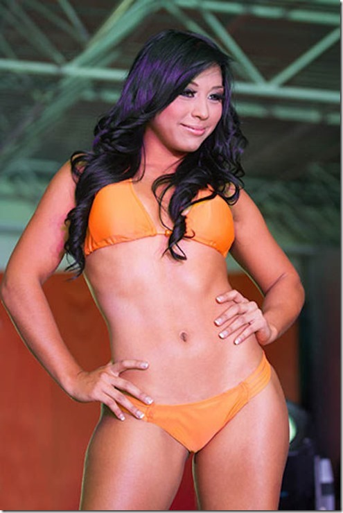 hooters-swimsuit-2013-43