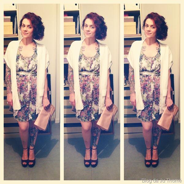 look vestido estampado com maxi colete branco (1)