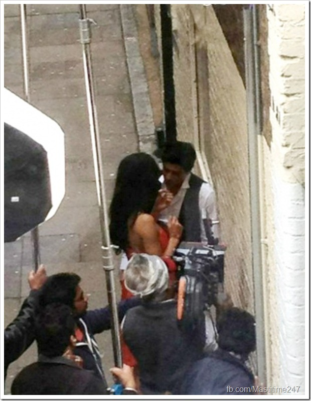 Shahrukh Khan-Katrina Kaif caught in a passionate moment2