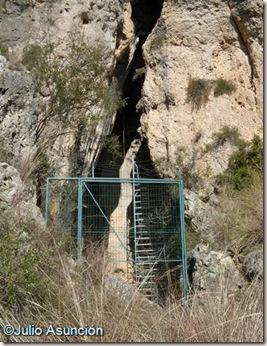 Entrada de la Cueva del Parpalló - Gandia