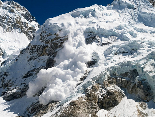 An avalanche swept the slopes of Mount Everest on 18 April 2014, killing at least 13 Nepalese guides and leaving others missing, officials said. Photo: Rafal Belzowski / Getty Images