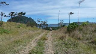 Wanderung in den Hügeln von Nabukeru, Yasawa.