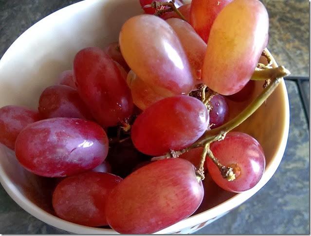 grapes-public-domain-pictures-1 (2270)