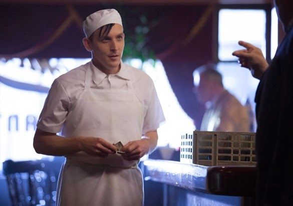 "GOTHAM: Oswald Cobblepot (Robin Lord Taylor) finds a new job in the ""The Balloonman"" episode of GOTHAM airing Monday, Oct. 6 (8:00-9:00 PM ET/PT) on FOX. ©2014 Fox Broadcasting Co. Cr: Jessica Miglio/FOX"
