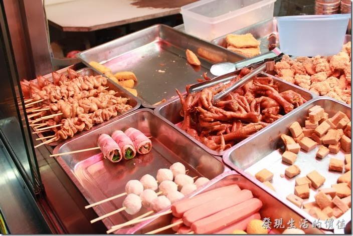花蓮-德安橋頭林家烤魷魚。這裡的食材其實與一般鹹酥雞攤位沒有太大不同,價位也還可以。