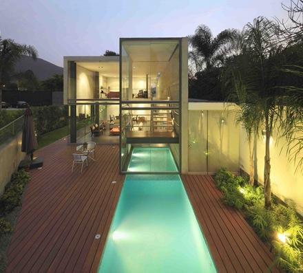 casa-con-piscina-en-urbanizacion