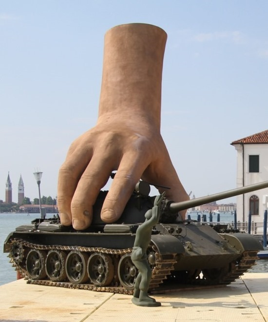 Mãos gigantes Lorenzo Quinn (6)