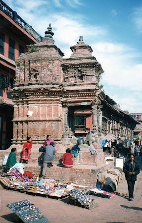 Obiective turistice Nepal: pe strazile din Bhaktapur.jpg