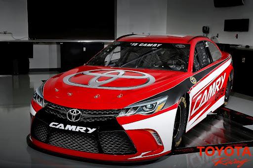 2015-Toyota-Camry-NASCAR-02.jpg