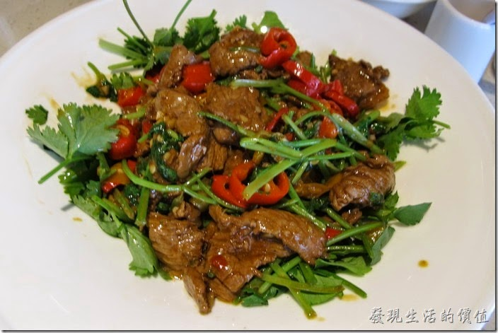 上海-望湘園。小炒黑山羊,RMB39。有一點點羊騷味,個人覺得大陸的餐廳都不太會料理羊肉,這陽肉痠然軟嫩,但有股羊騷味,個人雖然不排斥,但我知道很多朋友不喜歡。