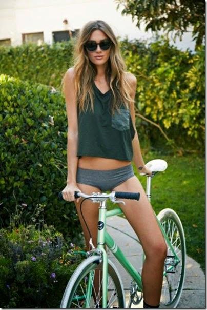 girls-riding-bicycles-037