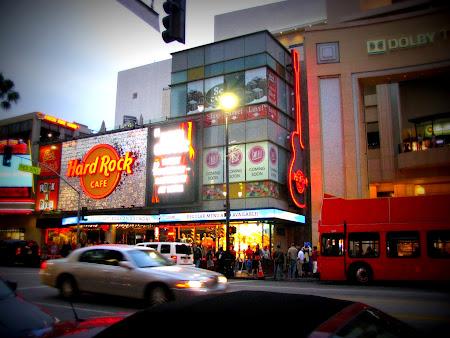 Imagini Los Angeles: Trebuie un tricou si de la Hard Rock-ul asta