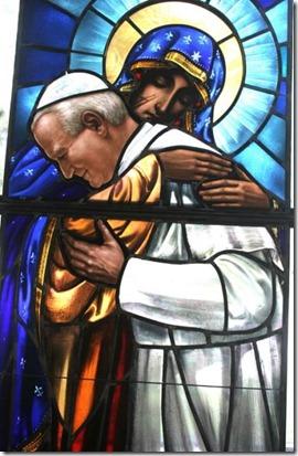 Vitral papa e virgem Maria