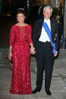 La princesa Margarita de Liechtenstein llevó un vestido rojo cereza cuajado de pedreía de la colecci