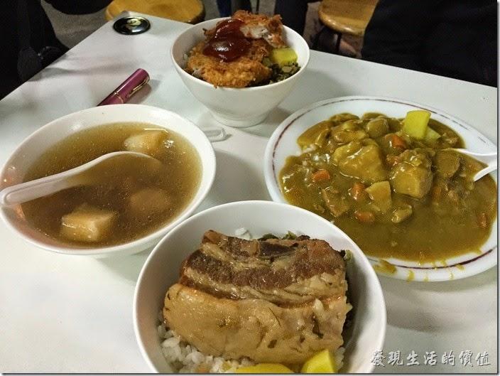 台南-上富小吃店。這就是我們這次所點的菜色!