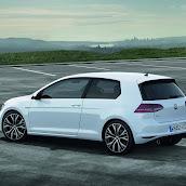 2014-VW-Golf-GTI-4.jpg