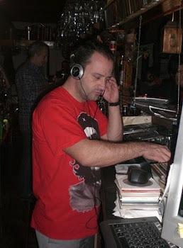O Dj Maratos έχει γενέθλια και τα γιορτάζει στην Pub Old House (27-7-2012)