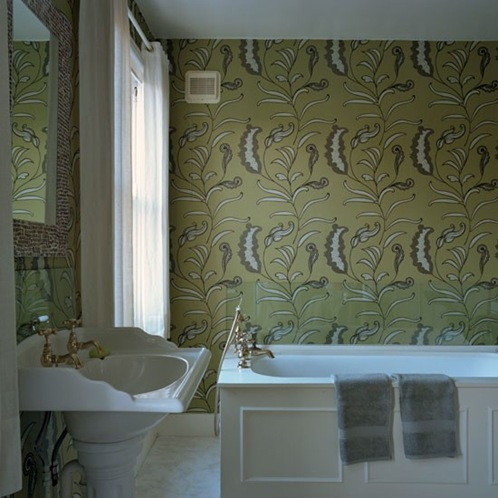96_000011490_d5f1_orh550w550_Bathroom-with-bold-patterned-wallpaper
