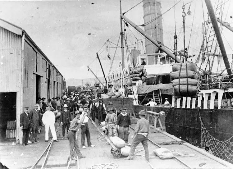 The Adelaide Steamship Company's WOLLOWRA, loading sugar at the eastern breakwater, Townsville, 1908. De la web Picture Australia.jpg