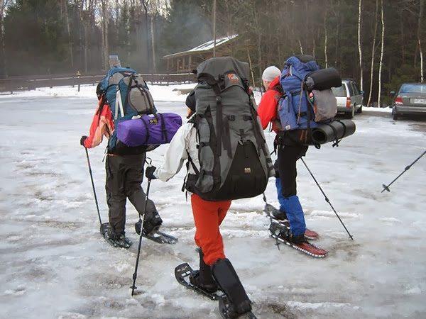 backpacking in winter tips keeping warm when camping