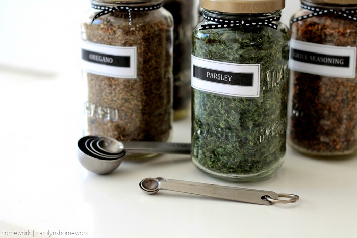 Sauce Jar Upcycle to Spice Jars with Printable Labels - homework (6)