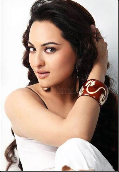 Sonakshi-Sinha-Hot-Still