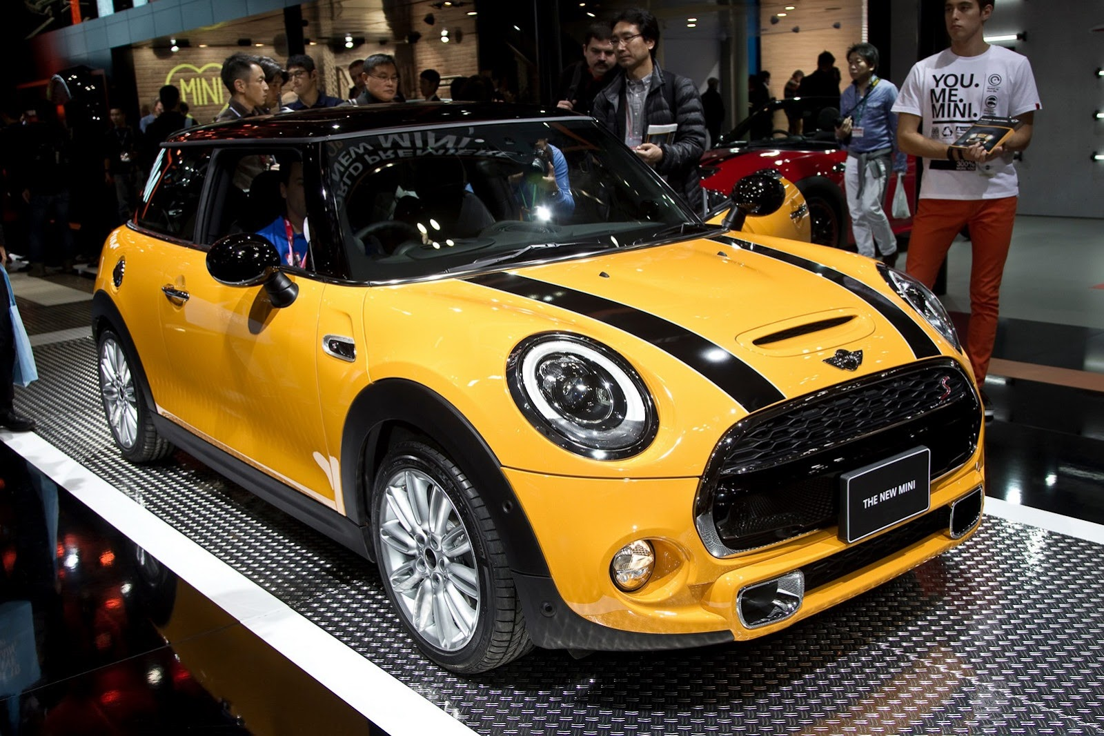 2015 mini cooper hatch at the los angeles auto show 2015. Black Bedroom Furniture Sets. Home Design Ideas