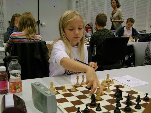 Embla Grønn spilte på 2.bord for OSSU Miniputt i Stavanger.