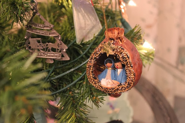 mary-and-joseph-nut-christmas-tree-decoration