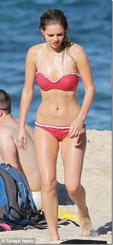 Home and Away star Samara Weaving toned body