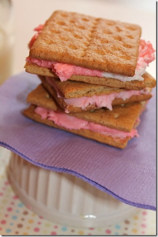 Graham Cracker Cookies {The Preppy Strawberry}