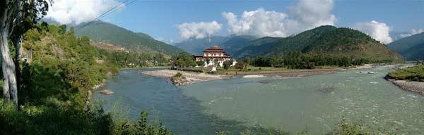 ghe-bhutan-tham-tu-vien-co-xua-huyen-bi (9)