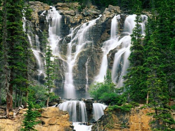 Tangle_Creek_Falls_Jasper_National_Park_Canada-728x546