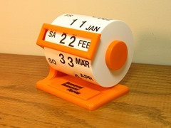 Rotating desk calendar, orange