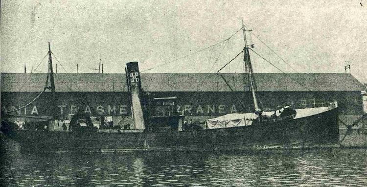 Vapor pesquero FINA. Foto de la revista CATALUNYA MARITIMA. Año 1920.jpg
