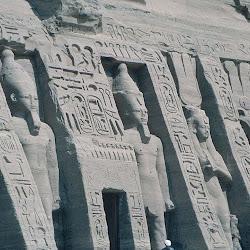 30 - Entrada al pequeño Speo de Nefertari en Abu Simbel