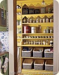 Полки в декоре кухни