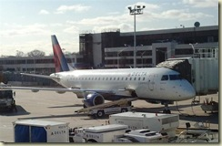 2012-01-03 Embraer 175 ready to go home (Small)