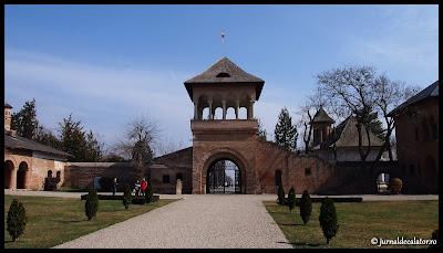 Intrarea in curtea Palatului Mogosoaia