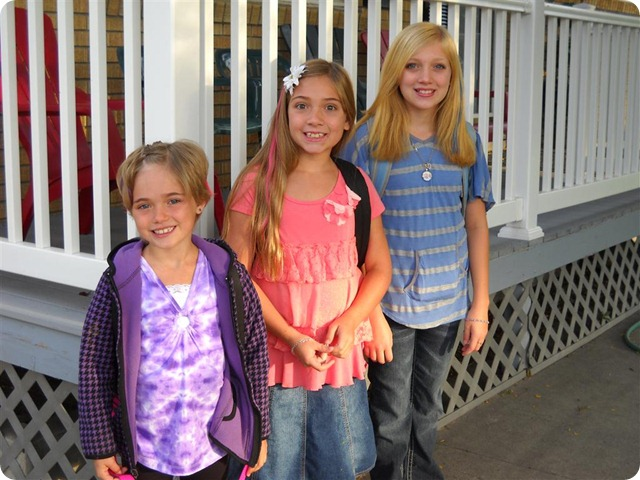 Girls 1st Day of School (1) (Medium)