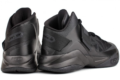 nike zoom soldier 6 gr black anthracite 4 05 Nike Zoom Soldier VI (6)   Triple Black   Available Now