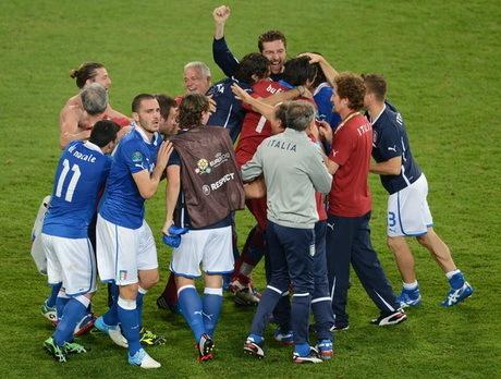 euro 2012 grup c spanyol dan italia lolos ke babak perempat final