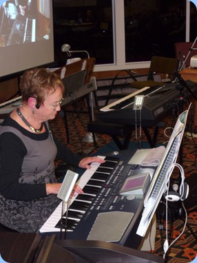Diane Lyons played and sang using her Korg Pa500. Nice sounds and arrangements.