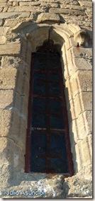 Ventana y reja antigua - Iglesia de Zuazu - Valle de Itzagaondoa