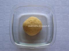 lcdr impasto uova e farina in contenitore prima del riposo