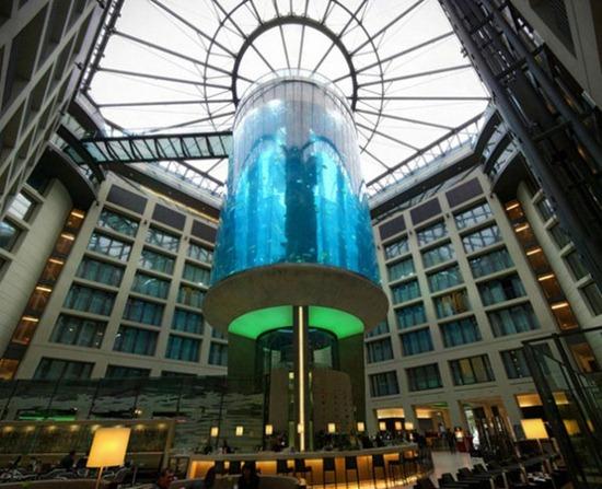 Cylindrical Aquarium 04