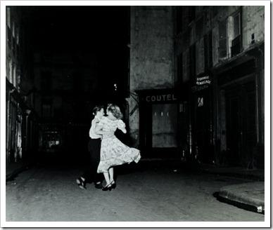 Robert_Doisneau_Le_Valse_du_14_Julliet_1949