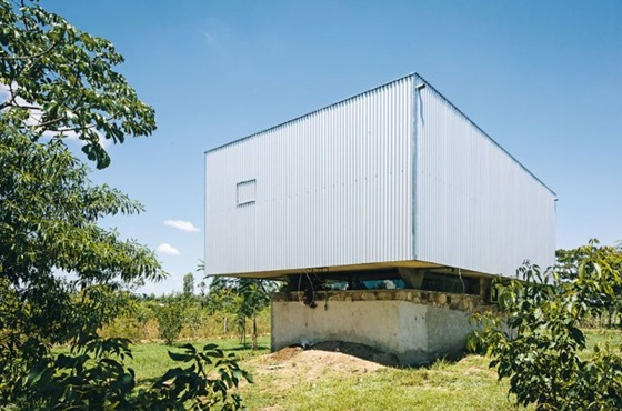 The-Caja-Oscura-House-Paraguay-by-Javier-Corvalan-Yellowtrace-03 (1)